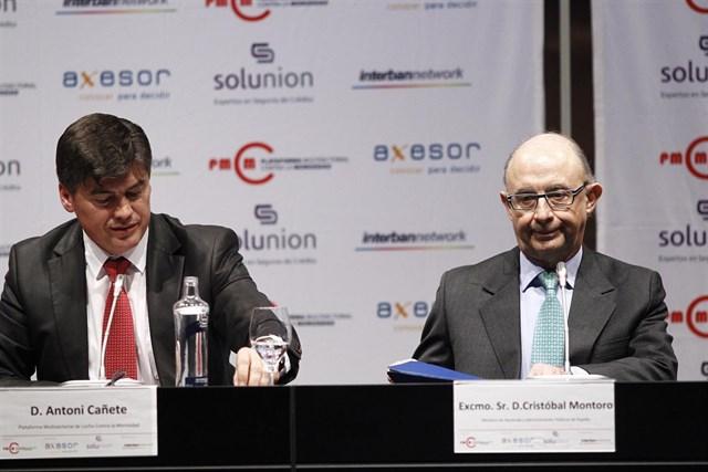 Antoni Cañete y Cristobal Montoro en la III Cumbre Político-Empresarial. | Foto: PMcM